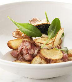 Recept: tartaar van kalfsvlees met zure room en haringkaviaar van Seppe Nobels