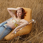 Fashion Shoot: Karen Elson straalt in duurzaam denim.