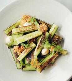 Recept: gegrilde komkommer, mayonaise met augurken en mosterdzaadjes